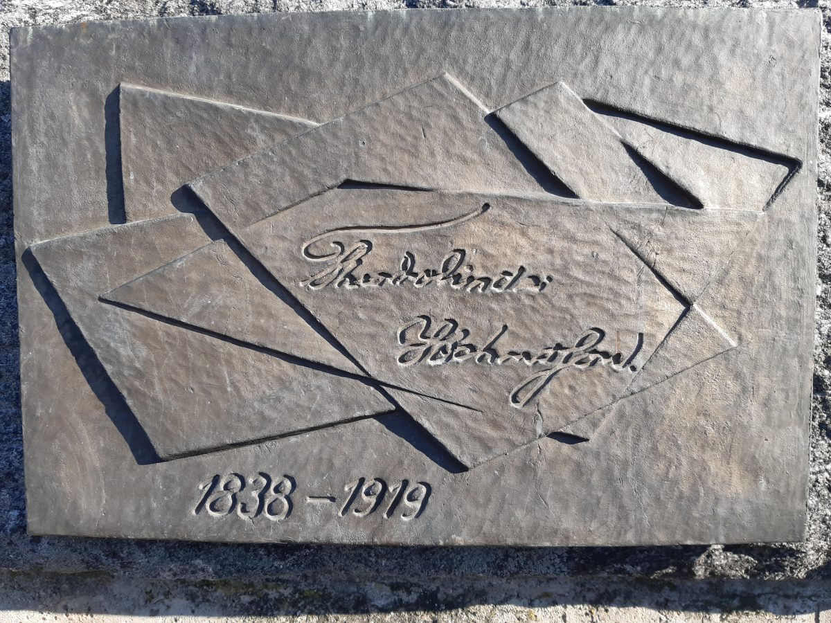Theodolinda Hahnssonin muistolaatta